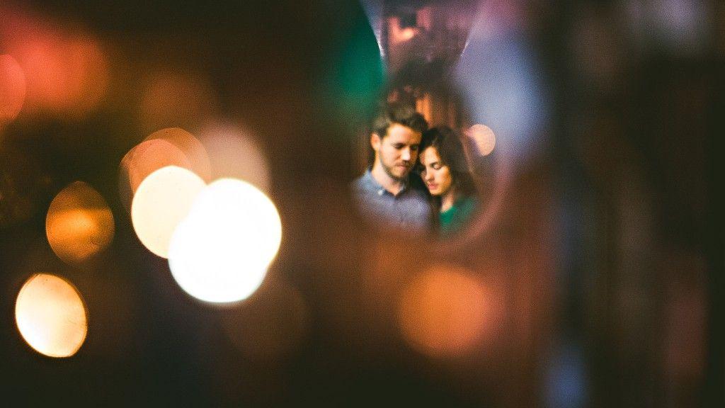 Wedding couple portrait with deep Bokeh // Sam Hurd Photography