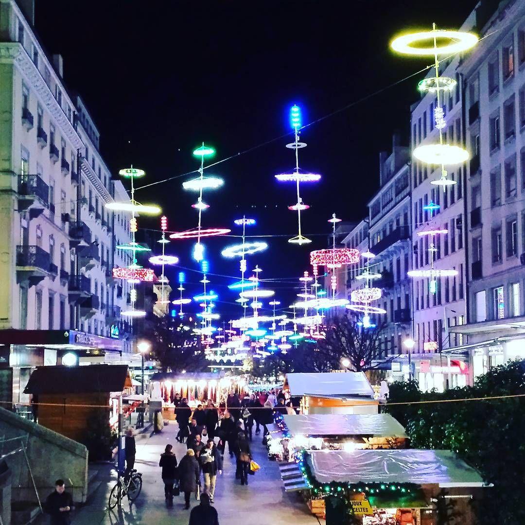 #genevalux #genevaluxfestival #lux.lge #cornavin #geneva #geneve #genève #lights #christmasmarket #marchédenoël