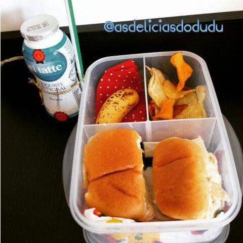 Pão + chips de legumes + banana + iogurte