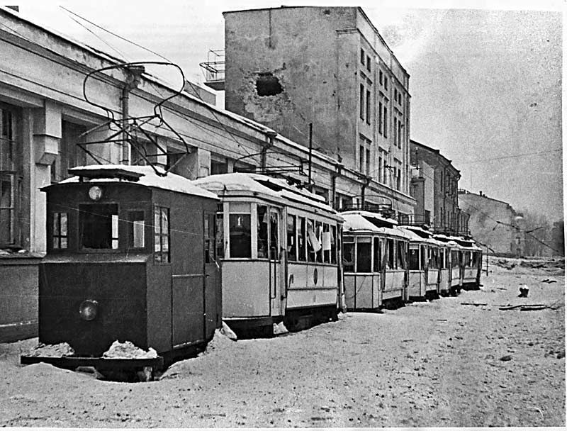 8.3.1940 just before the end of The Winter War (the end was 13.3.1940). Everything at the town has come to a standstill.