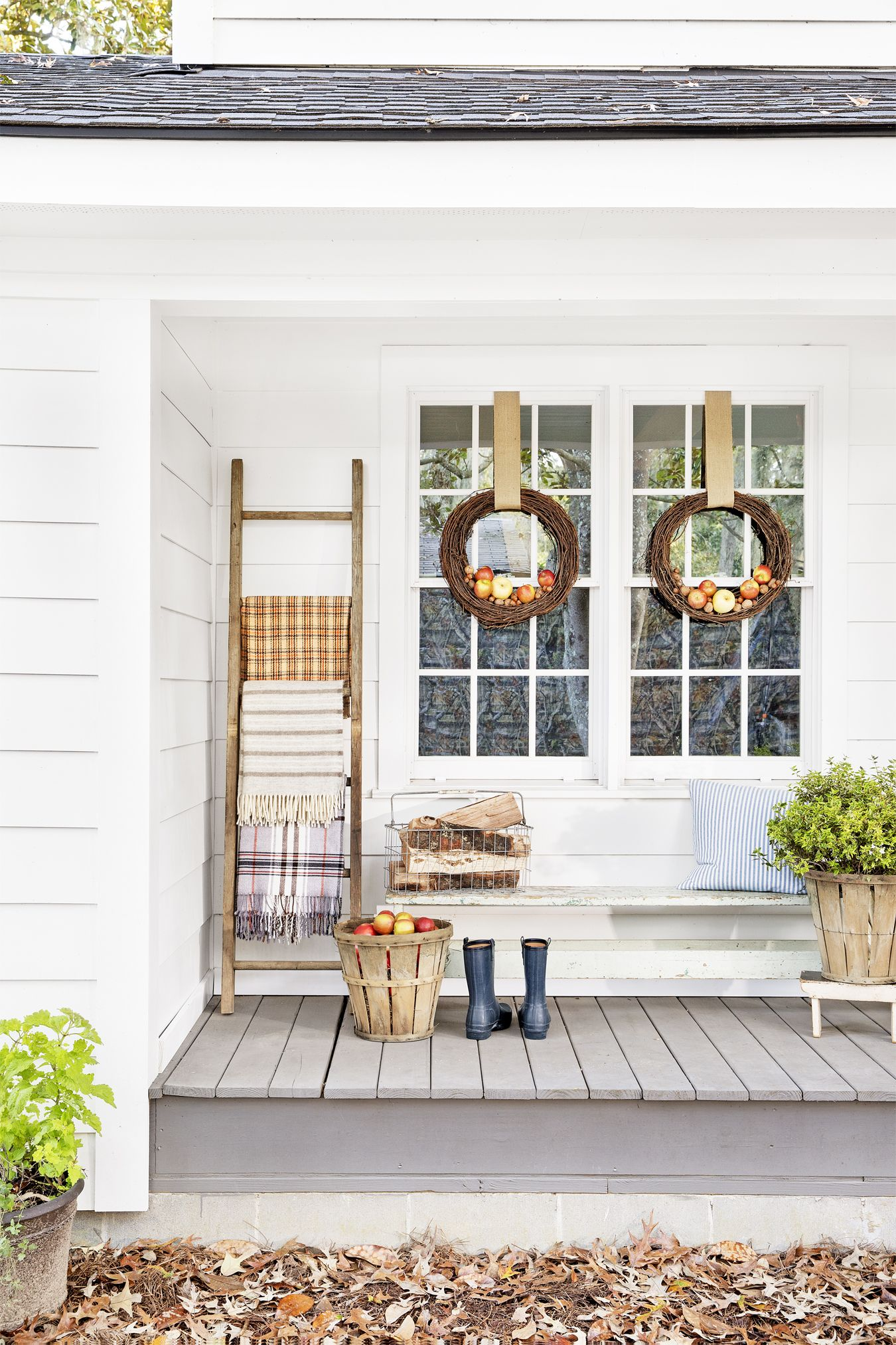 beautiful ways to decorate your porch for fall porch autumn
