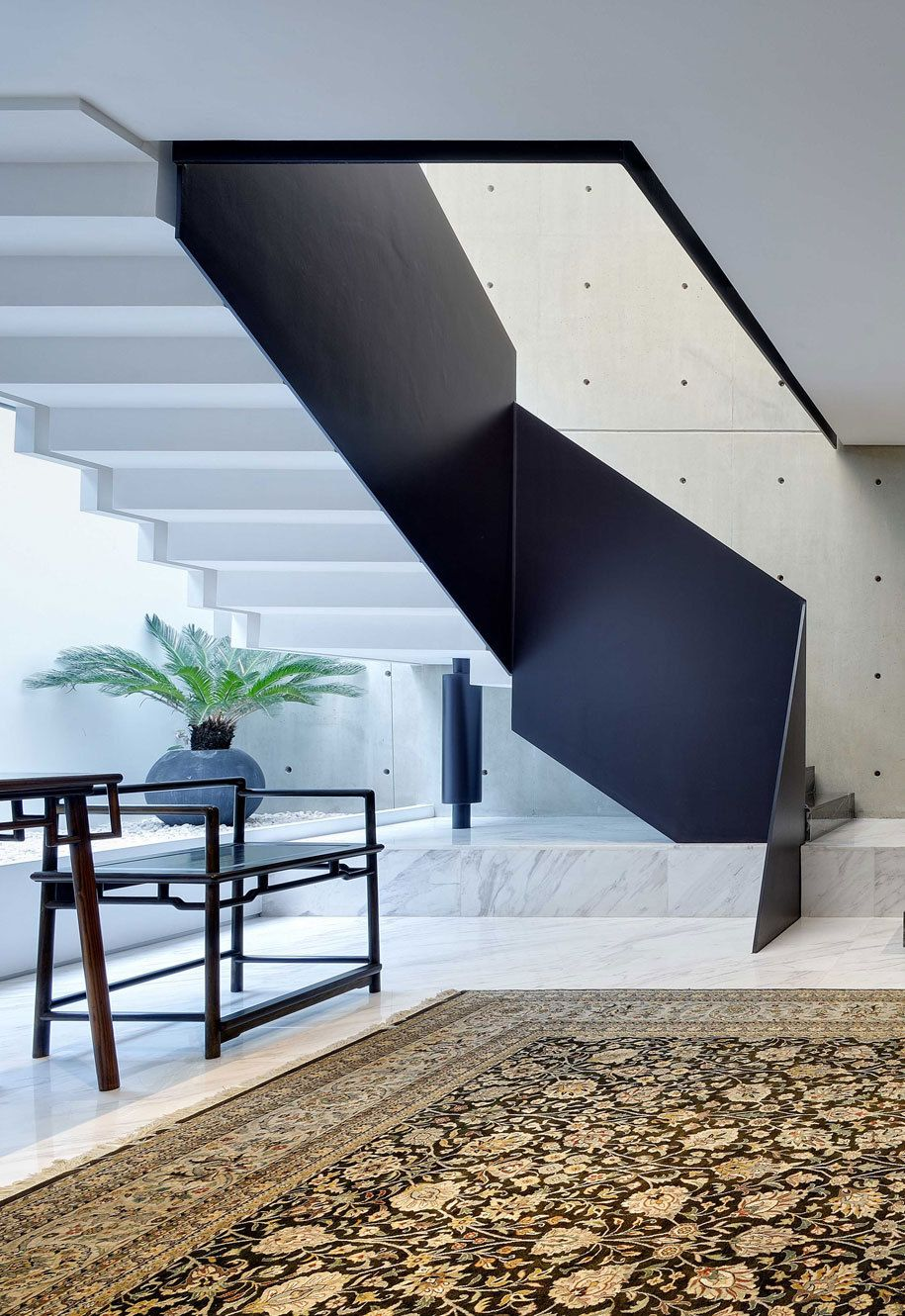 Fragments of architecture  House with an Atrium / RT+Q Architects Photos .