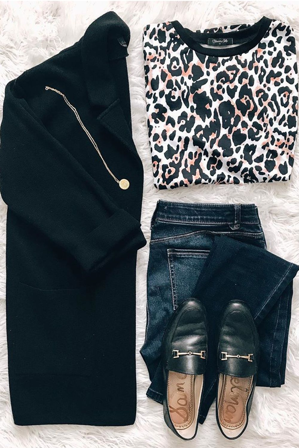 Easy to styling all your favorite styles with this Casual Leopard Print Loose T-Shirt from Blooming Jelly. Made from super soft material with cute cheetah print, great for streetwear, business casual outfits; perfect for mom, office women, teacher and more. #BloomingJelly #LeopardPrint #LeopardOutfits #StylingTips #OutfitsInspo