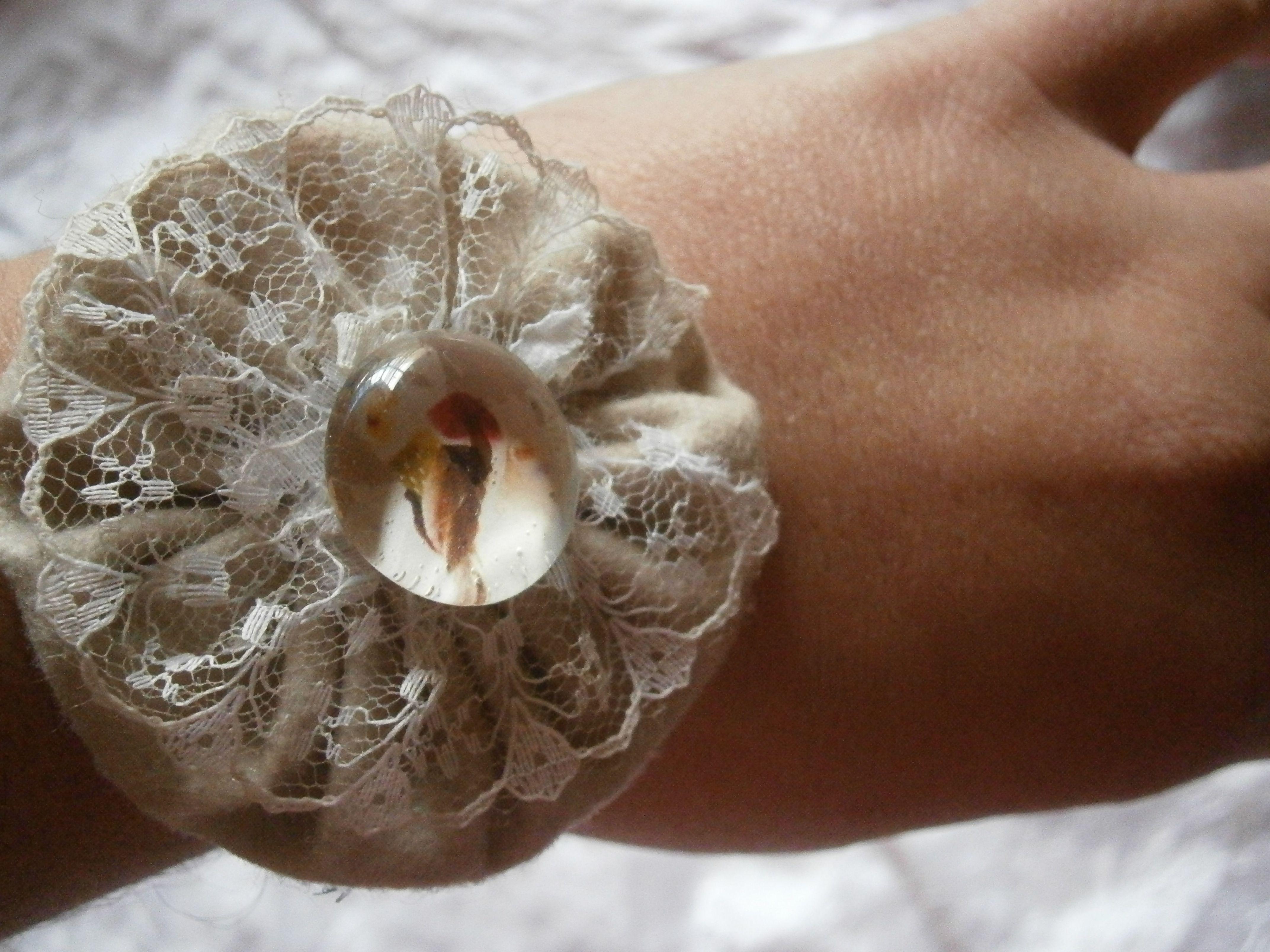 yo yo fabric bracelet with a litle bird by Olga