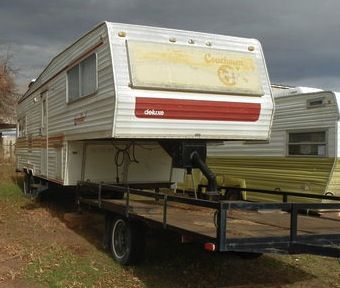 1977 Coachman Fifth Wheel on a Flatbed Trailer from Starling