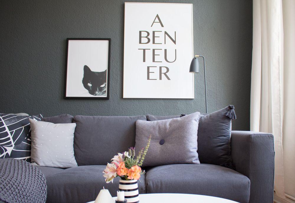 living room art prints%0A Sommer Look im Wohnzimmer   Katzen Print   Graue Wand   Wall Art   Living  Room