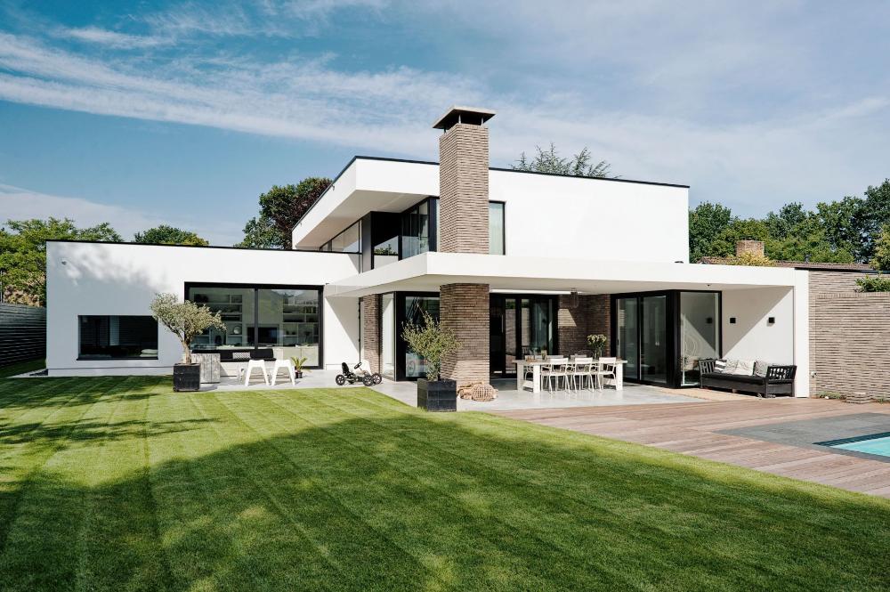 Moderne Villa Met Grote Veranda Villa House Styles Mansions