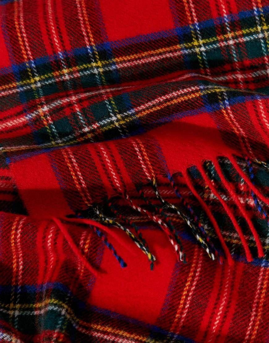 Johnstons - Royal Stewart - Écharpe en laine d agneau à carreaux écossais  at asos.com 0db3dd6da83