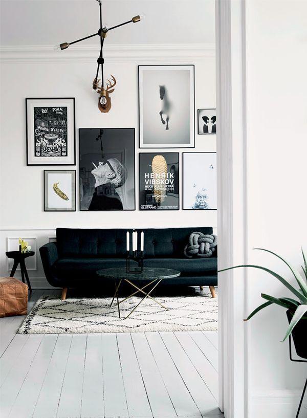 nice Helles Wohnzimmer mit schicker Bildergalerie in schwarz-weiß