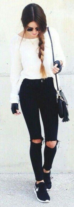 Destroyed skinny pants