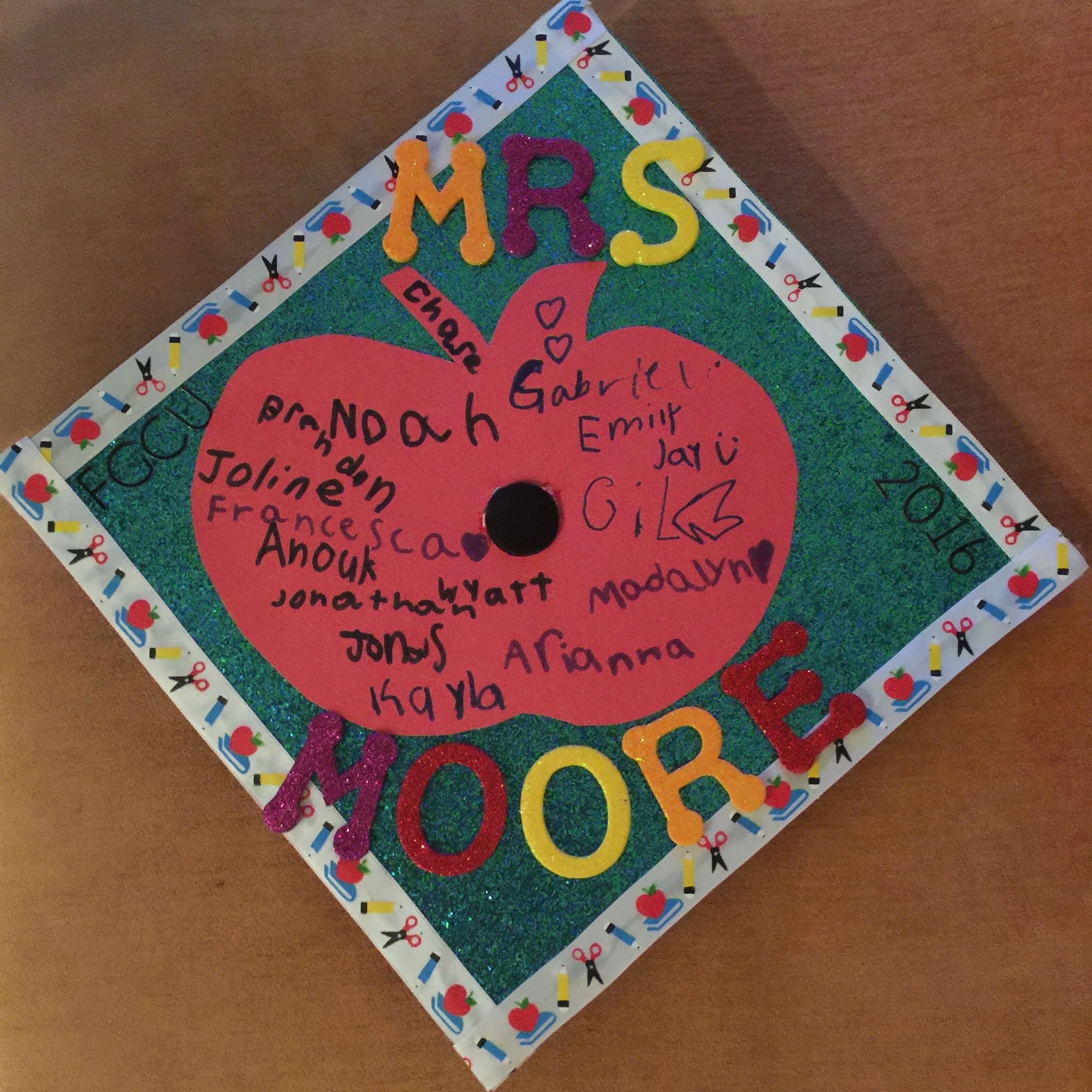 Decorating graduation cap ideas for teachers - Have Your Internship Students Sign Your Cap