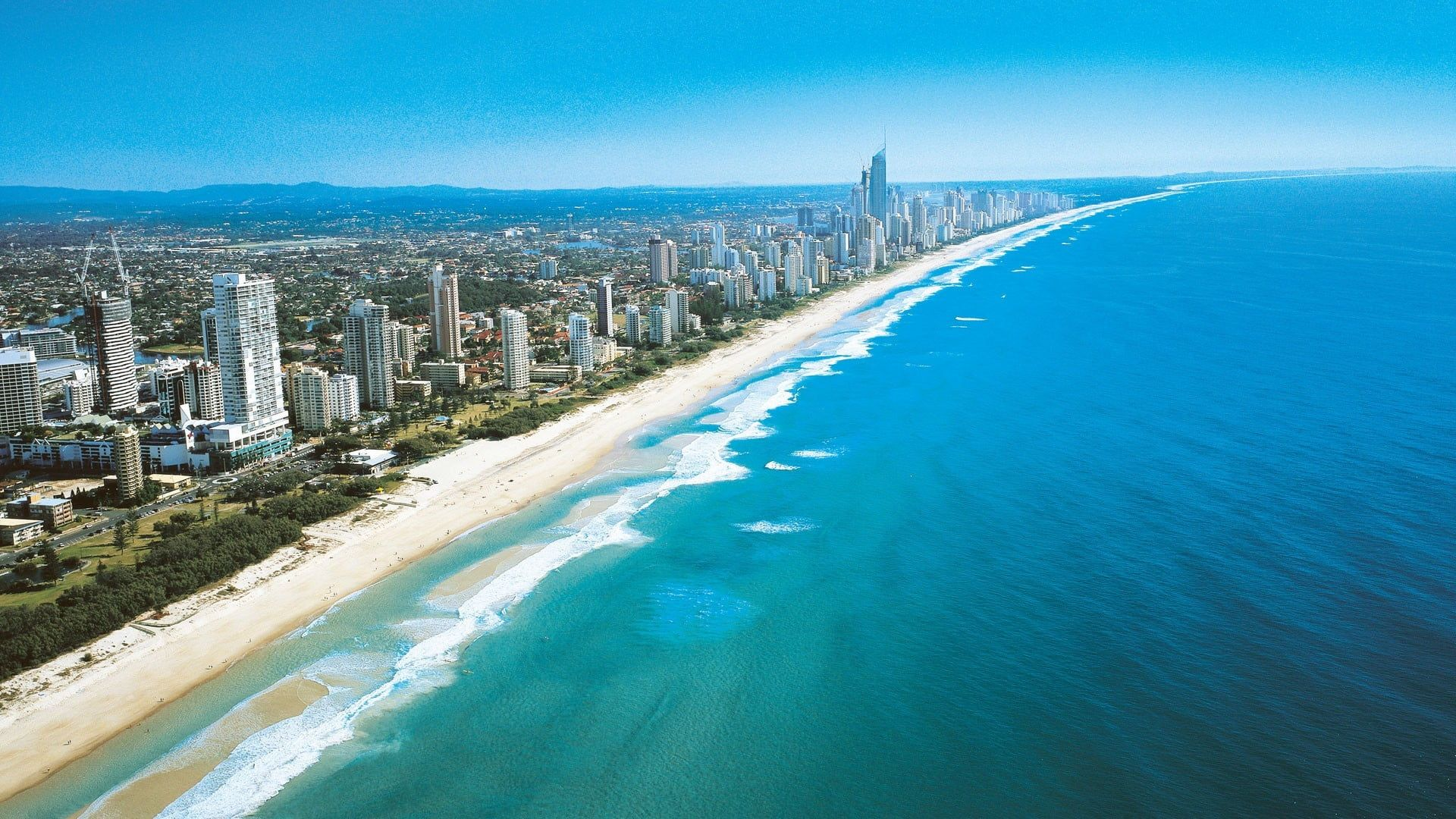 Shore Line And High Rise Buildings Australia Sea Beach Gold Coast Skyscraper Coast Cityscape 1080p Wallpaper Hdwallpaper Coast Gold Coast Airlie Beach