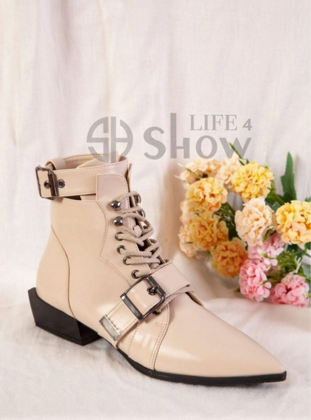 Stylish Buckle Ankle Boots for Women Lace Up ShowLife4 NEW 2021 ✨ We are exporting this products. Distributors Wanted Worldwide ✨ Product of Turkey for export worldwide Click picture to view details of this product Follow Us and share this on your page #YeniExpo #madeinturkey 🇹🇷🇹🇷🇹🇷 #SupportTurkey
