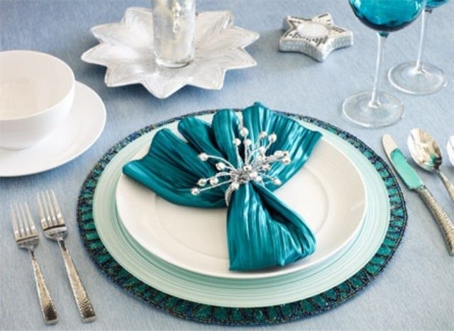 52 Beautiful And Sparkling New Year Table Settings : 52 Beautiful And Sparkling New Year Table Settings With White And Blue Tableware Design