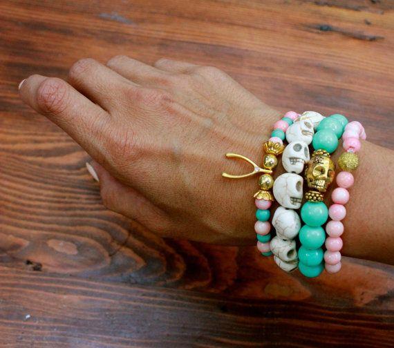 Totenkopf Perlen Armband grün Glasperlen aus Metall von ThreeHeartZ