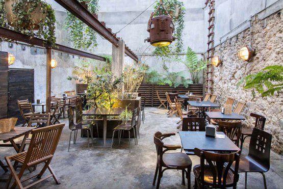 Marita ron heritage cafe a coru a restaurante vintage for Bares rusticos decoracion