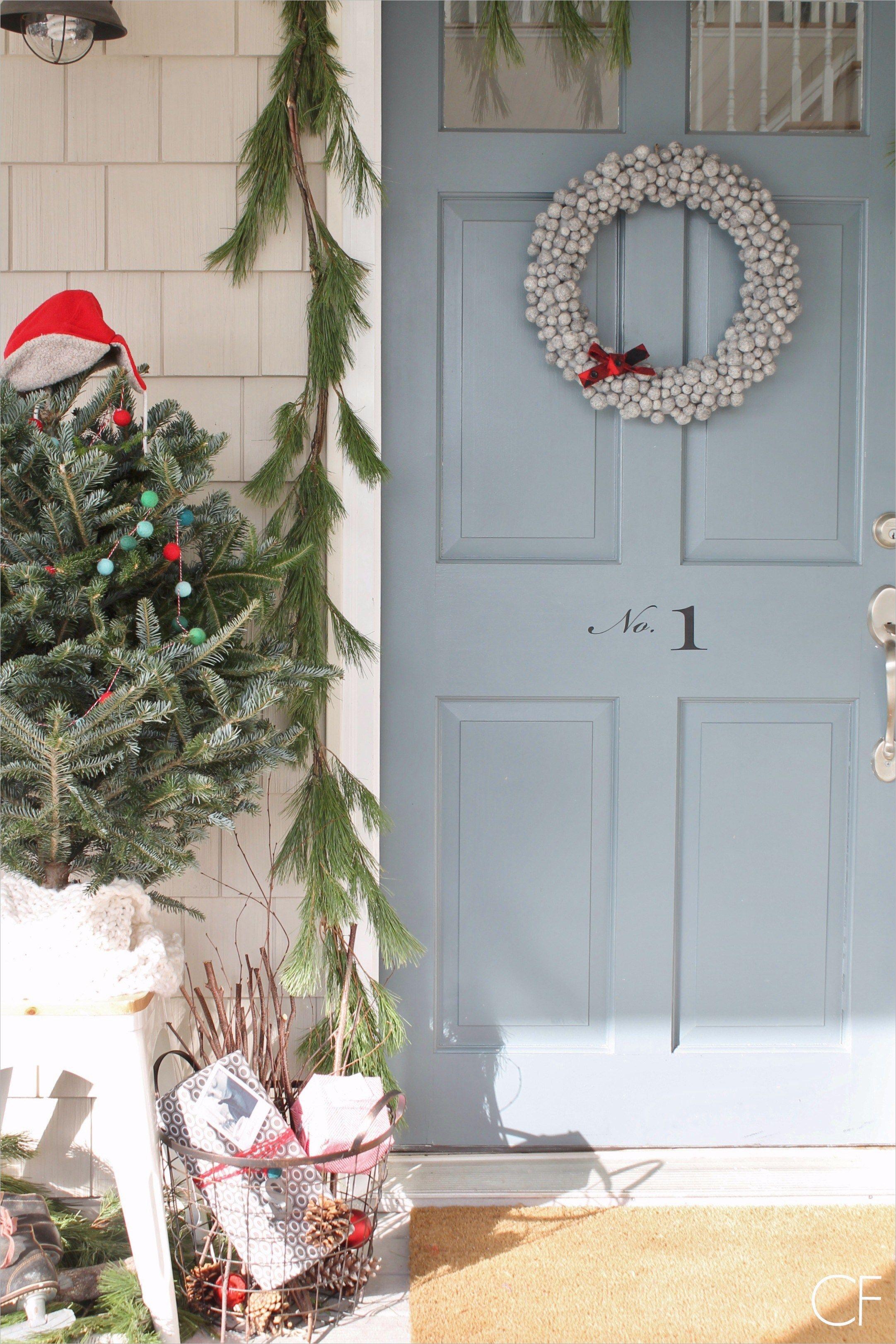 Best 42 Farmhouse Christmas Porch Decor Ideas