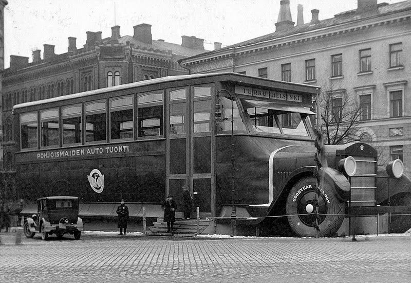 Truck And Car Shop >> Car Shop Stylized As A Super Bus In Helsinki 1927 20c
