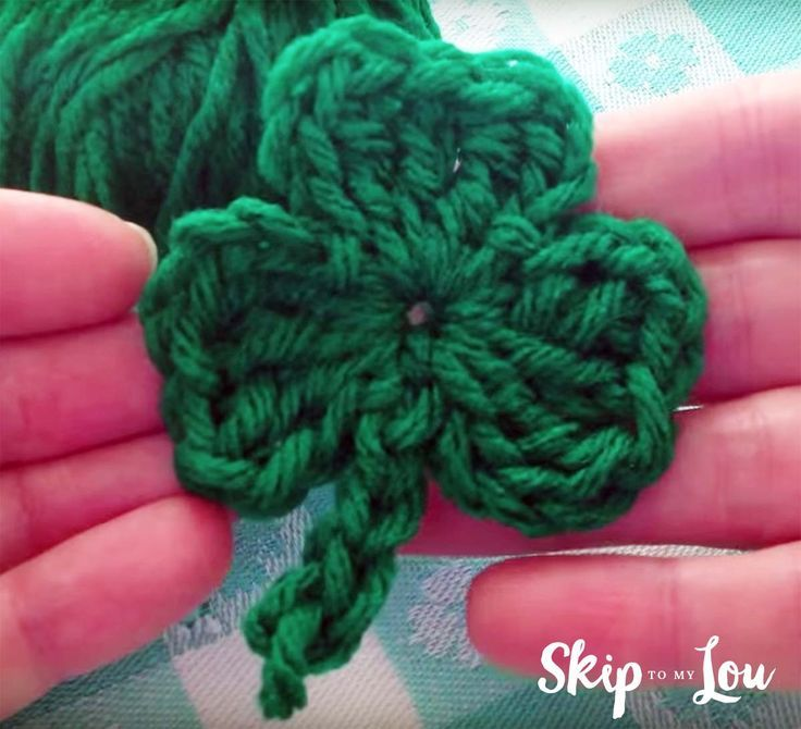 Free Crochet Shamrock Pattern with a video #crochetapplicates