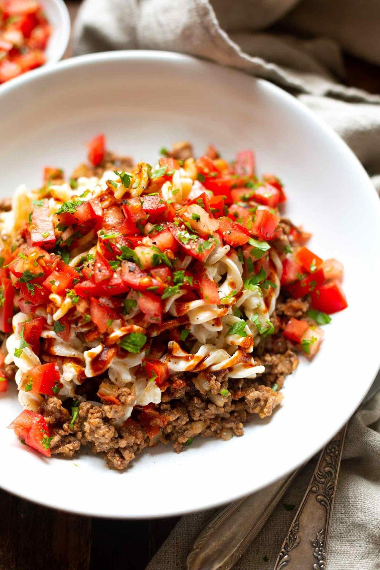 Photo of Nouilles turques avec viande hachée, yaourt et tomates – carrousel de cuisine