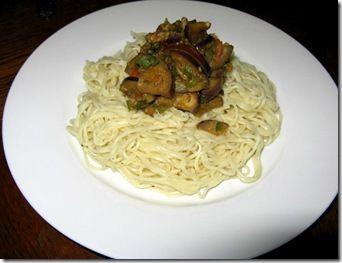 Espaguetis con Salsa de Berenjena