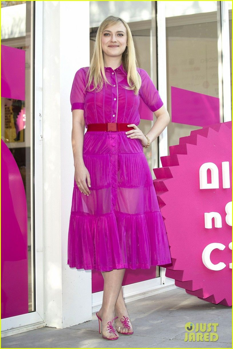 Dakota Fanning Looks Pretty in Pink at \'Please Stand By\' Photocall ...