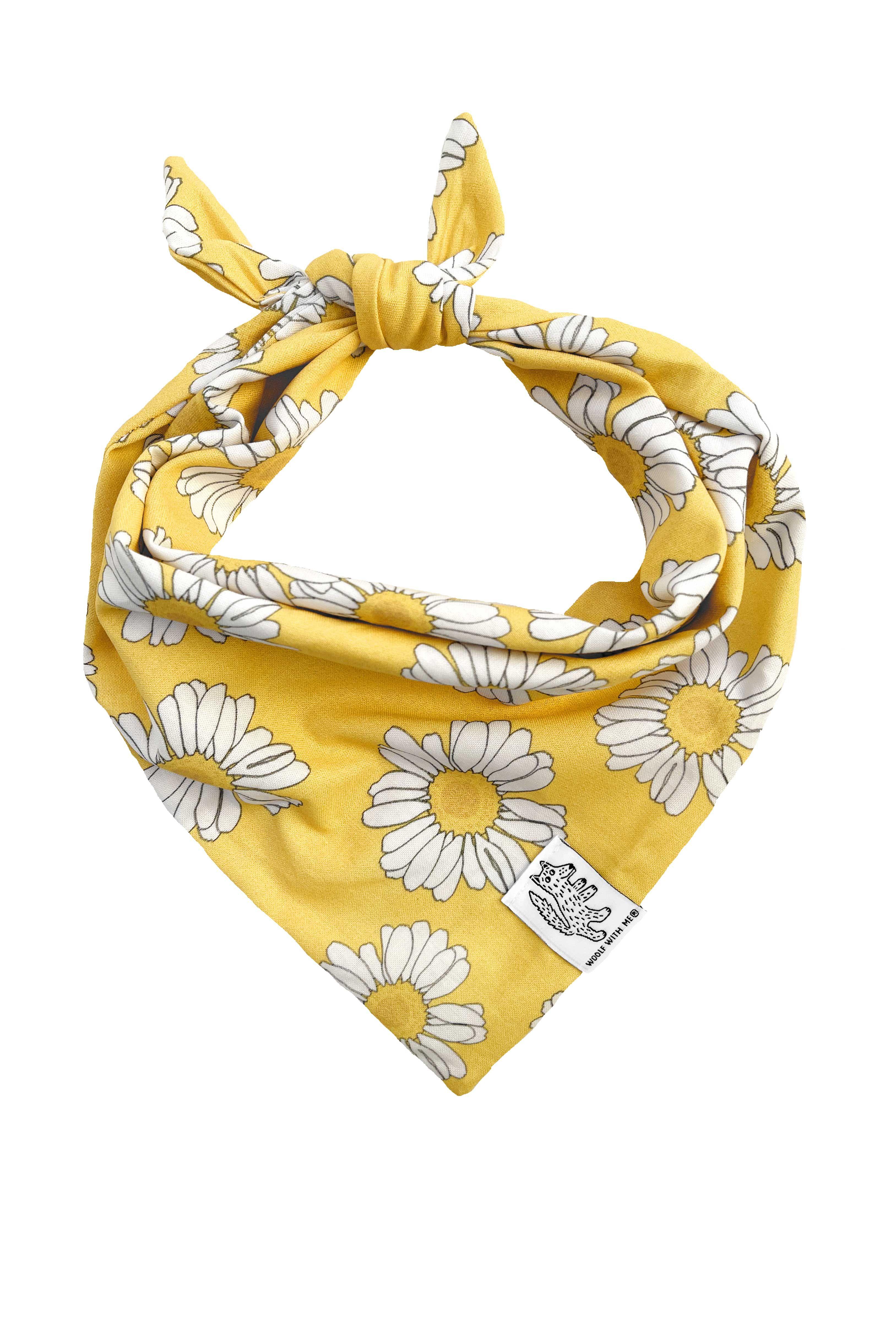Hundebandana-Gänseblümchen (Aufgestickter Aufnäher) – S (Für Hals bis zu 30 cm) / Primelgelb / Schmetterling