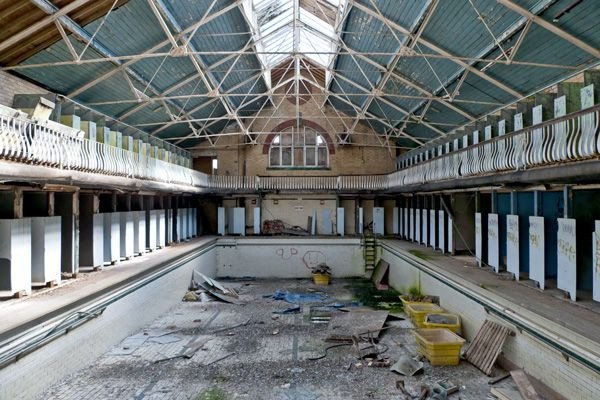 Swimming pool at bournville baths in stirchley opened by george cadbury junior in 1911 but have for Swimming pools birmingham city centre