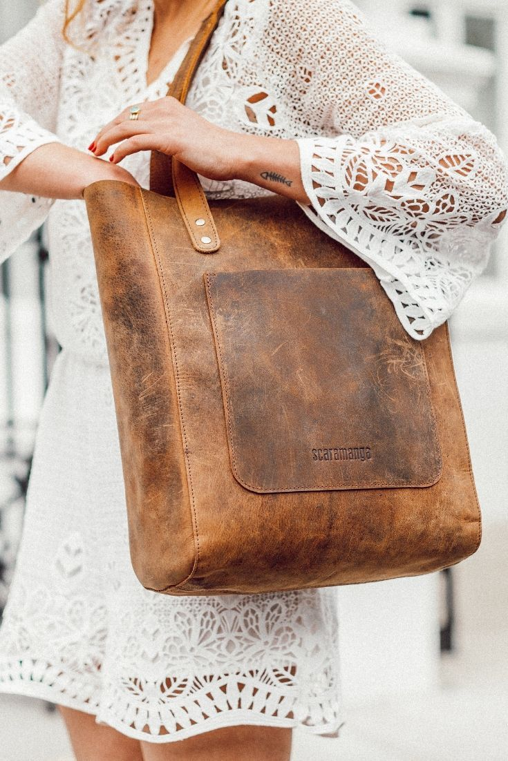 A tote bag is the perfect design to chuck everything you need for the day in one place. Our classic leather tote bag has been lovingly handmade from quality leather using traditional leather crafting skills. #tote #totebag #totebagforwomen #giftideasforher #summerbag #handbag #travelbag #handbag #vintagestyle