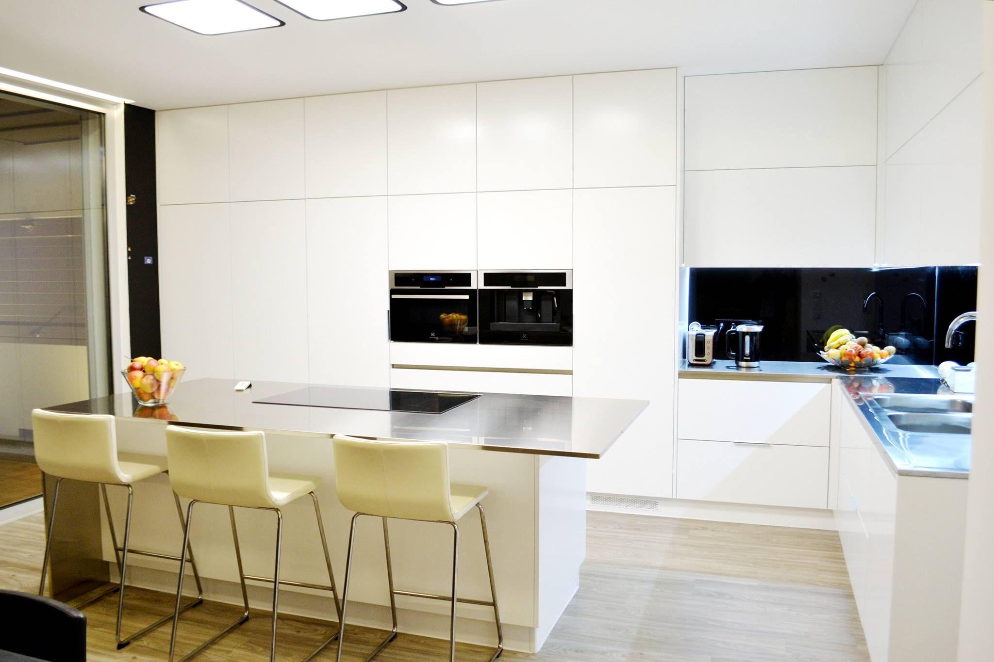 Modern island kitchen design using granite kitchen photo 388980 - Modern Kitchen Design Portugal By M Veis Henriques