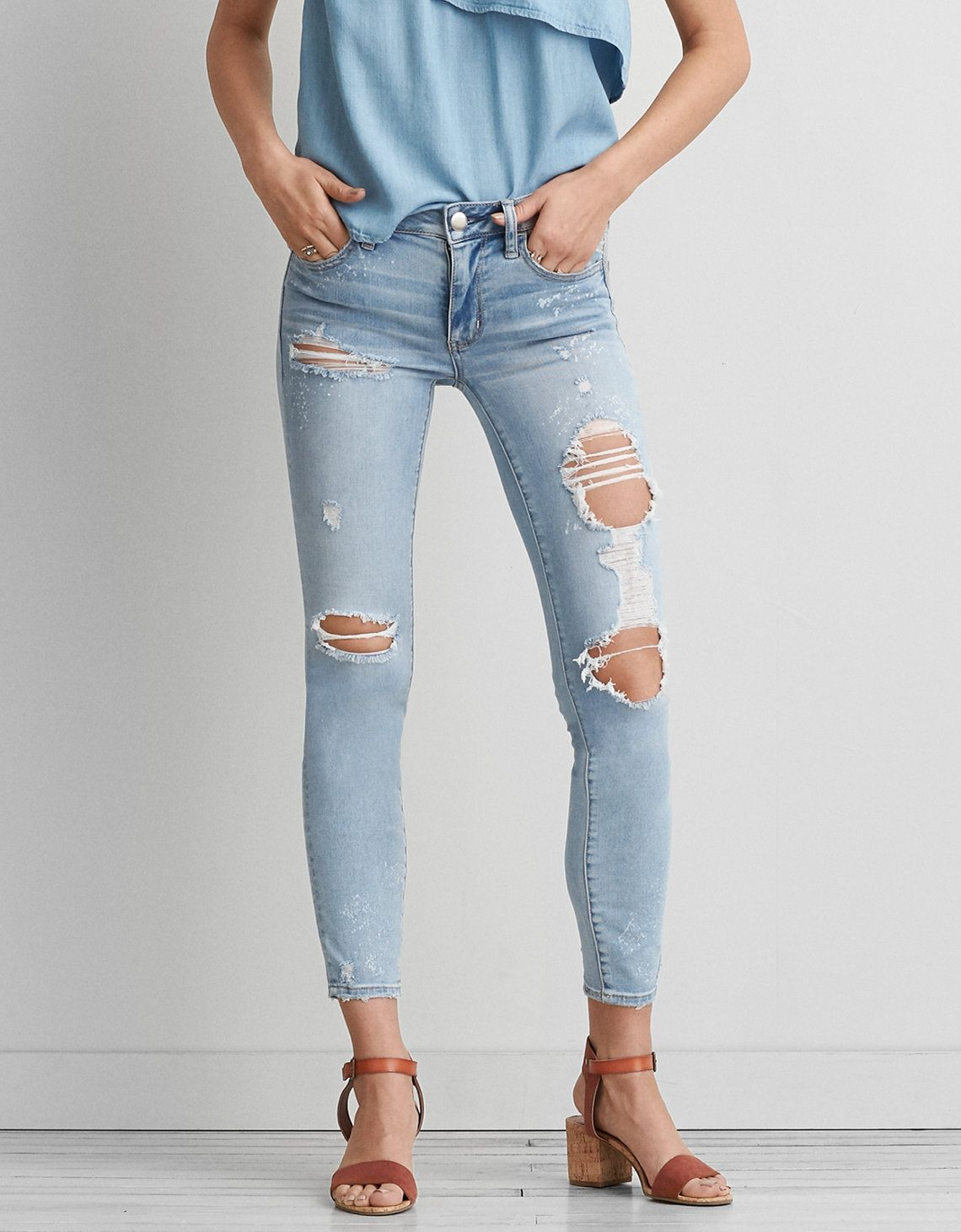 cf83dab3131 American eagle light wash ankle ripped jeans. size 2