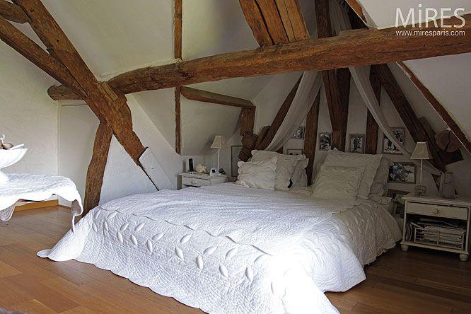 chambre sous comble maison normande Petite chambre sous les