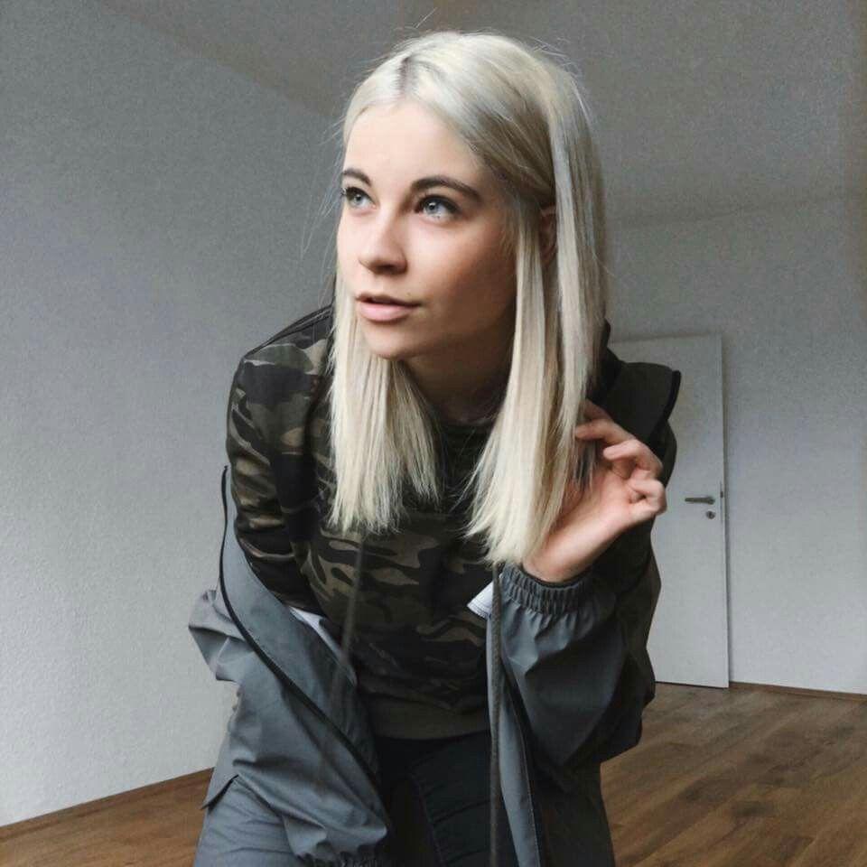 Melina Sophie Blond