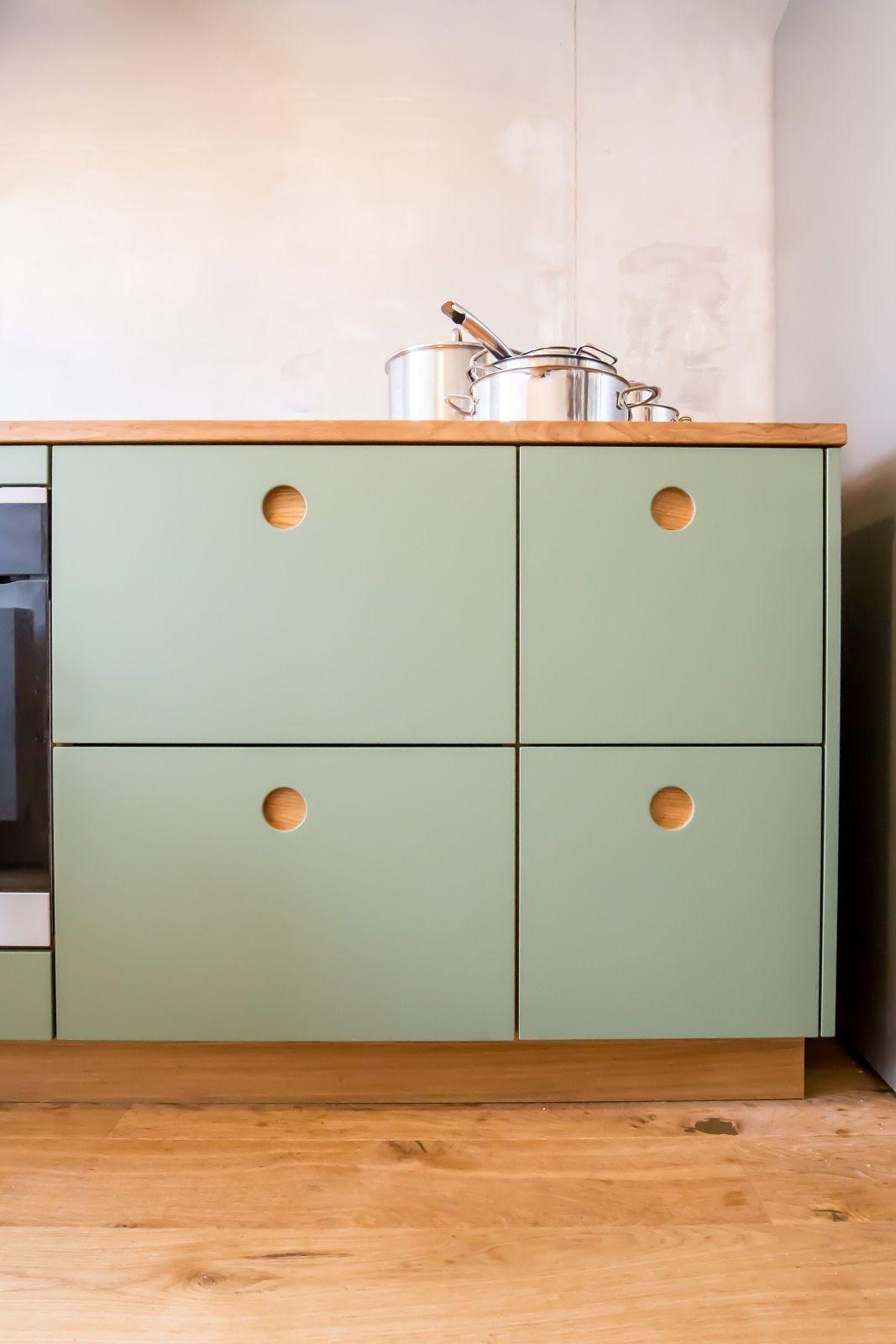 Best Farbe 'Calke Green' Mit Griffmulden Aus Natureiche 640 x 480