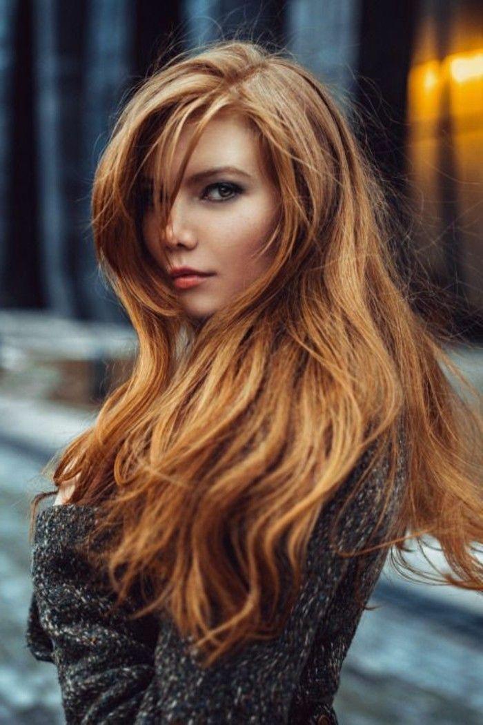 Cheveux long couleur auburn