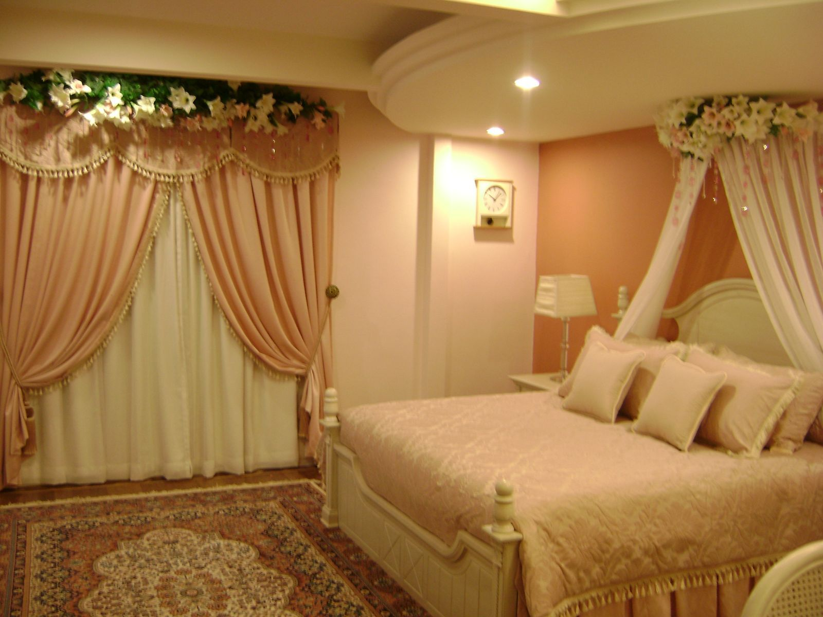 Modern bedroom decoration for first night bedroom decor for Wedding day room decoration