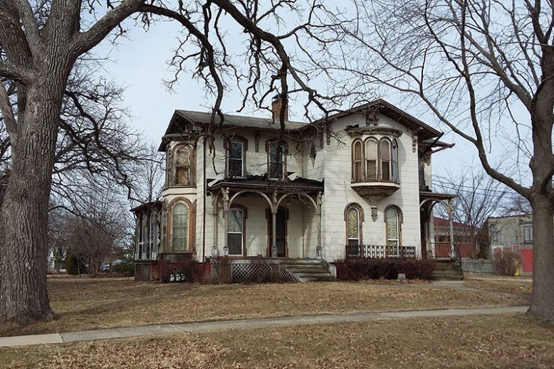 1870 Italianate For Free In Delavan Wisconsin Scary Houses Old Abandoned Houses Old Houses For Sale