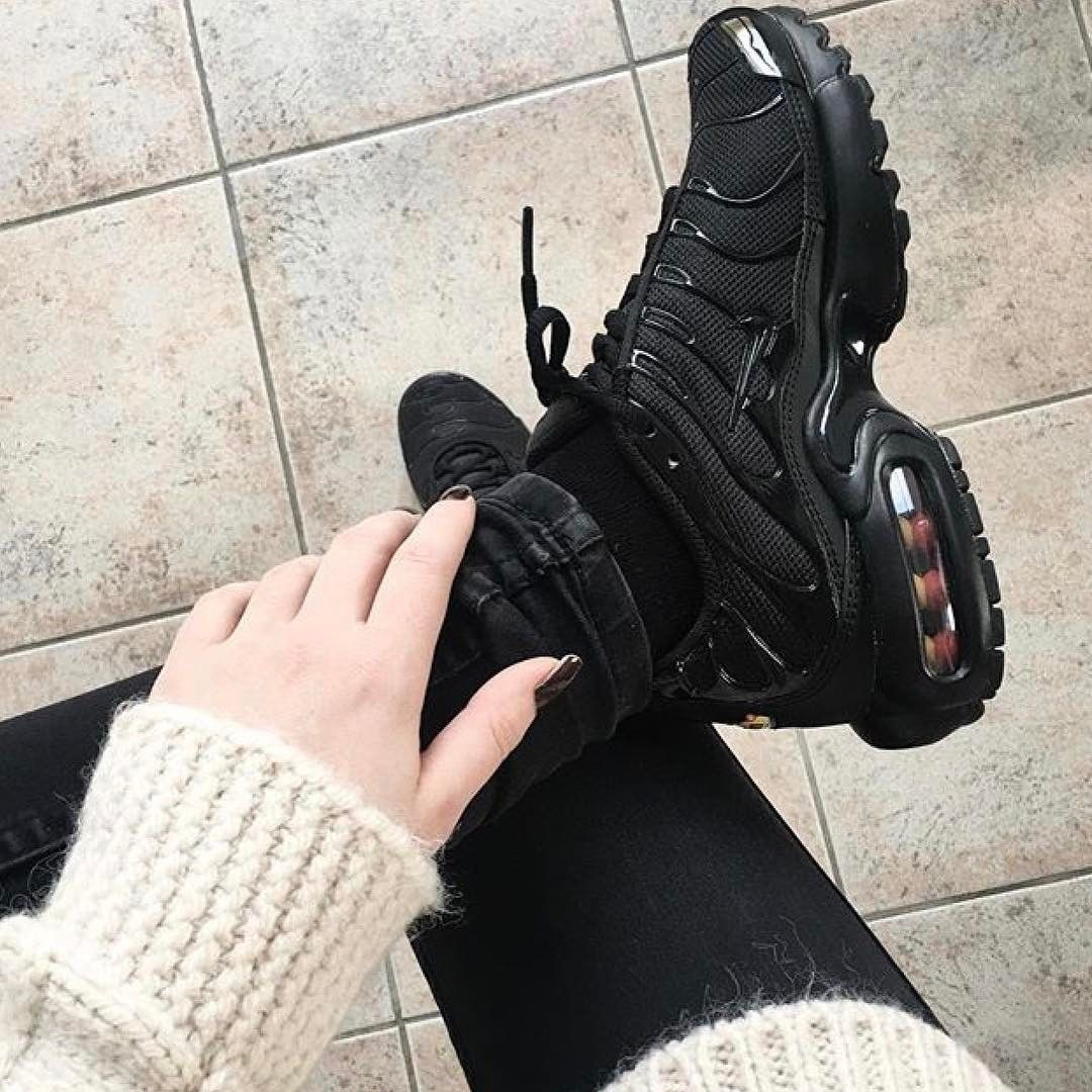 nike air max plus mercurial tn triple black