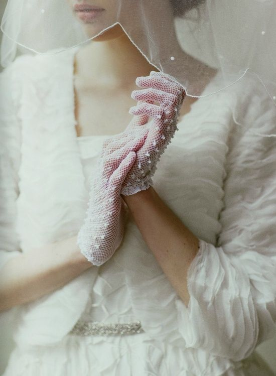 Pin By Mi Lusia On Wedding Evening Gloves Bridal Gloves Sparkly Wedding Shoes Wedding Gloves
