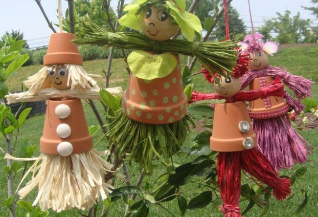 Gartendeko Figuren, gartendeko aus tontöpfen figuren aufhaengen stroh bastelidee, Design ideen