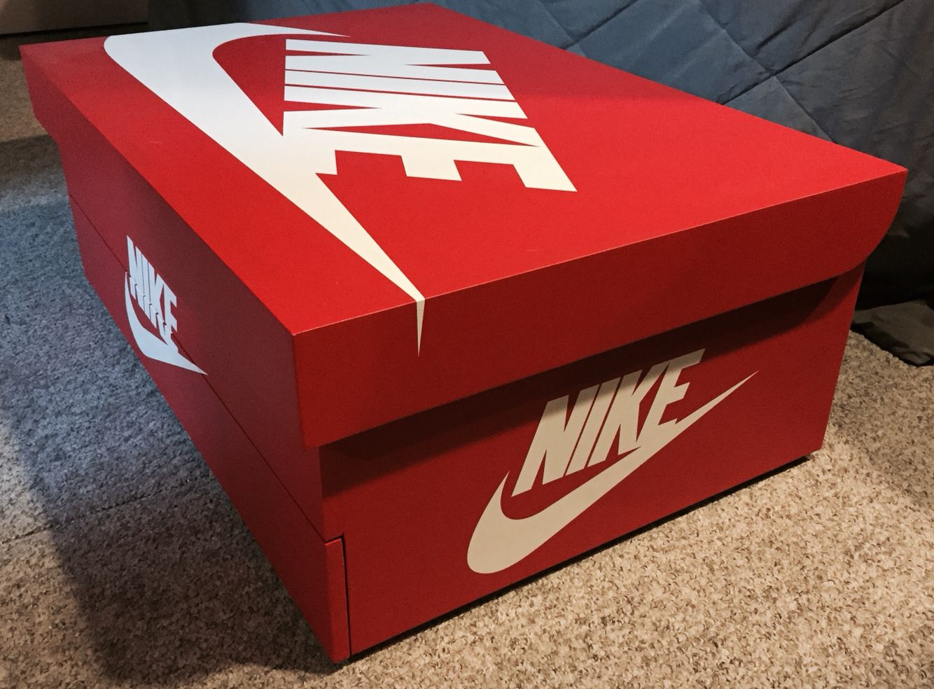 161ed90cd0184 Nike shoe box