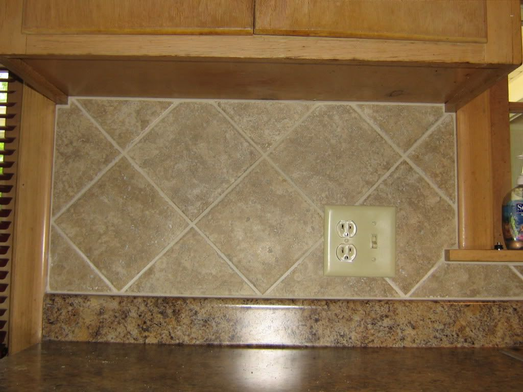 simple 4x4 ceramic tile kitchen backsplash on diagonal