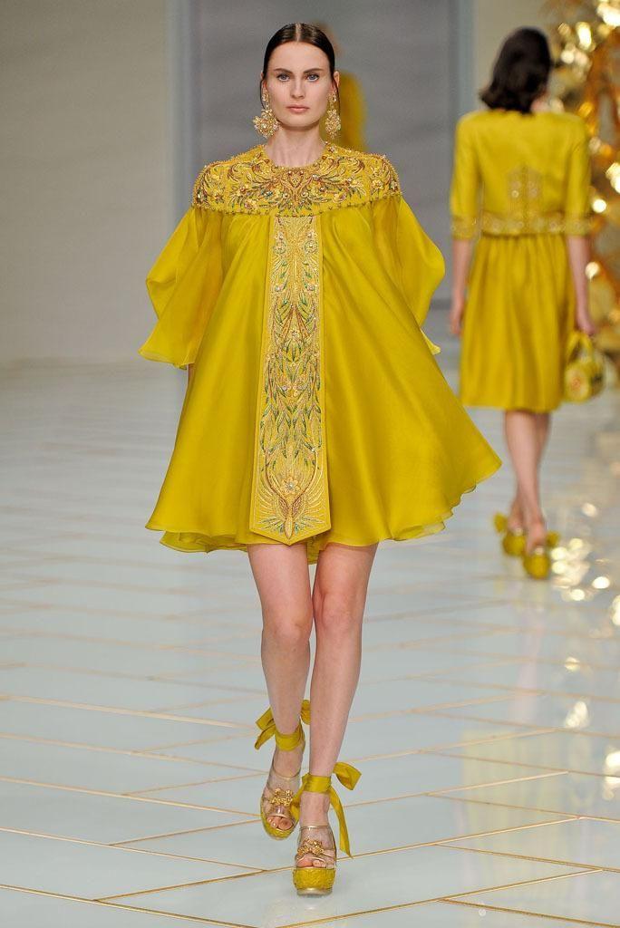 "girls girls girls ♡ on Twitter: ""Guo Pei คอลเลคชัน Spring/Summer 2016 ณ สัปดาห์แฟชันปารีส https://t.co/FdpfLp2p5b"""