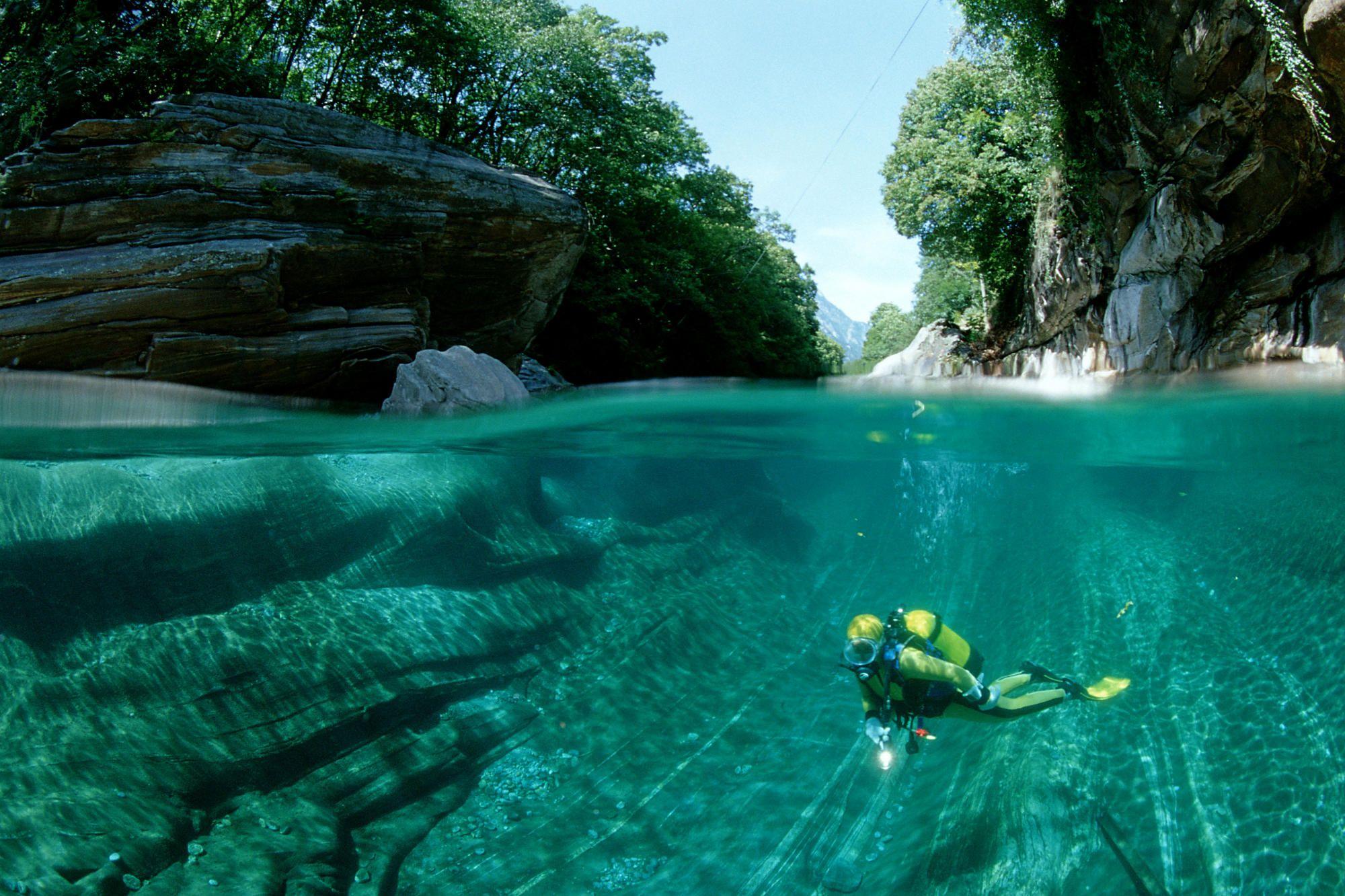 Flusstauchen in der Verzasca, Scubadiving in a freshwater river,
