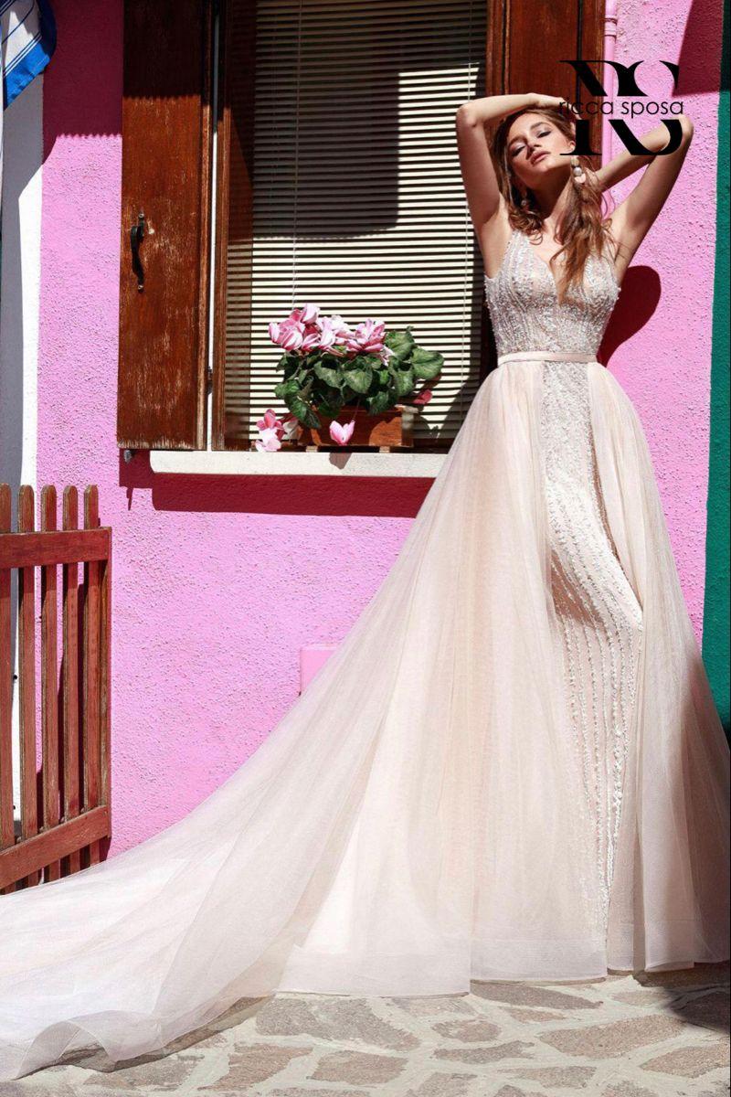 Ricca Sposa Designer Wedding Gowns Bridal Boutique Kansas City Mo In 2020 Designer Wedding Gowns Wedding Dresses Strapless Wedding Dress