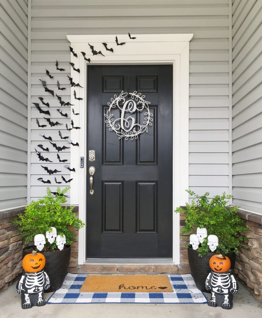 Halloween Front Porch Setup | The Blue Hue House #fallfrontporchdecor
