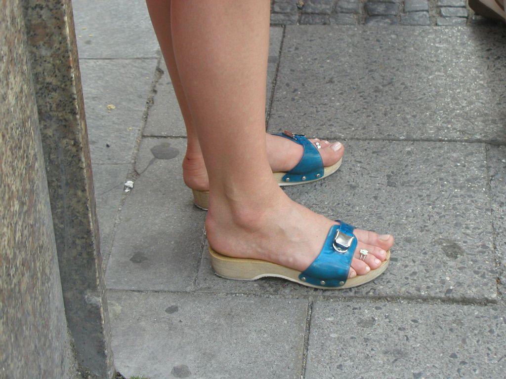 image Flip flop footjob fetish