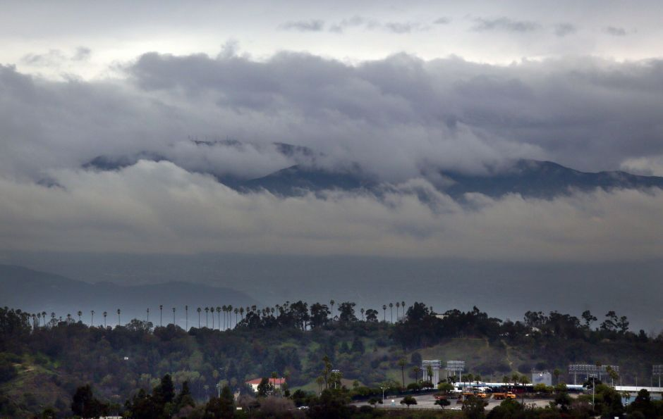 Strong Winds Drizzle And Low Temperatures In The Los Angeles Area In 2020 Los Angeles Area Strong Wind California