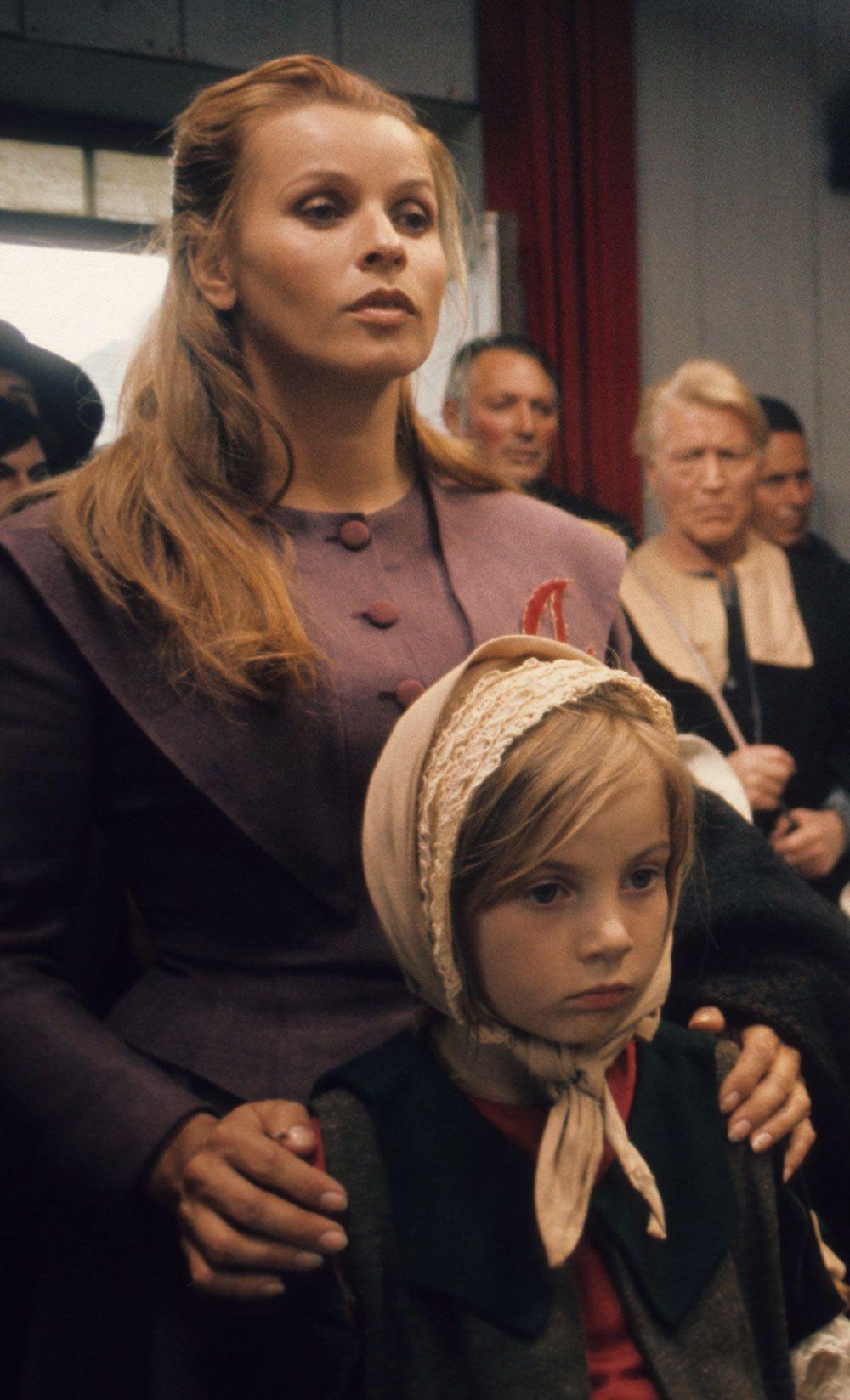 Senta Berger Portrays The Role Of Hester Prynne In The Film The Scarlet Letter To Aliko Gramma A Der Scharlachrote Buchstabe Scharlachrot Scharlach