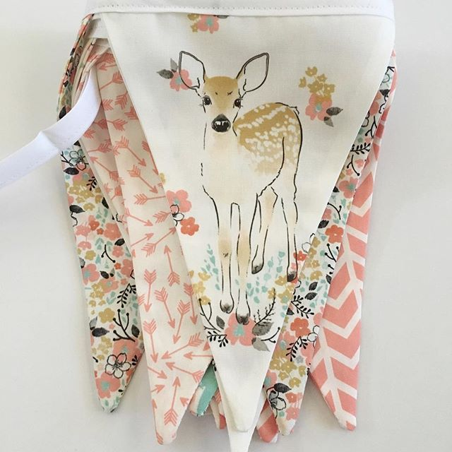 peapodsboutique - Coral Fawn fabric banner...so so pretty ...